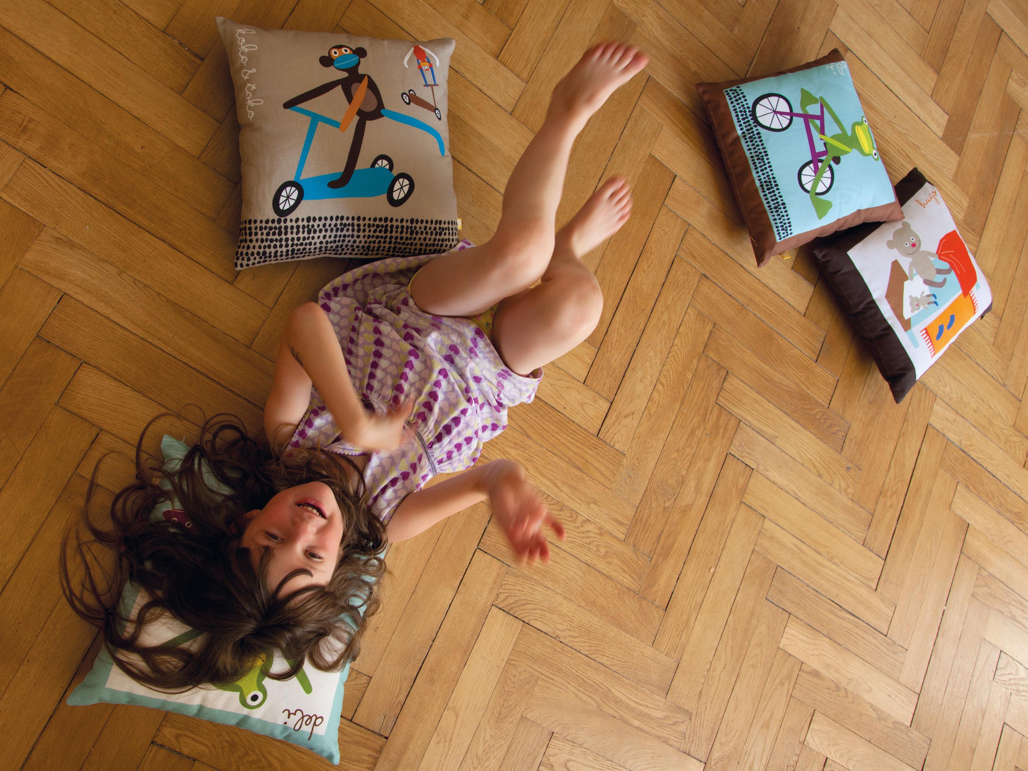 Lavmi:Heroes:Mina+cushions